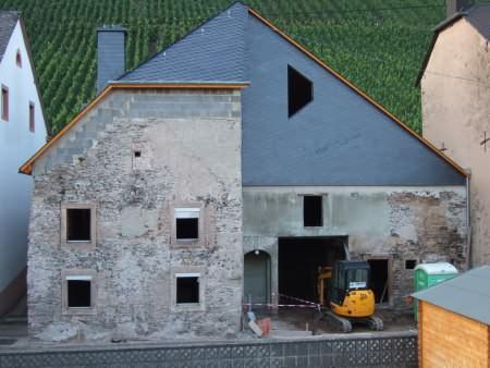 Das Krippenmuseum nach dem Eindecken des Dachs