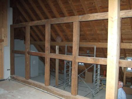 Innenausbau des Krippenmuseums: Holzbalkendecken und Fachwerk