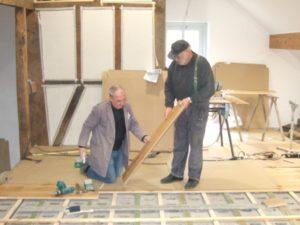 Innenausbau: Heizung, Bodenfliesen, Gipskartonplatten, Fußboden