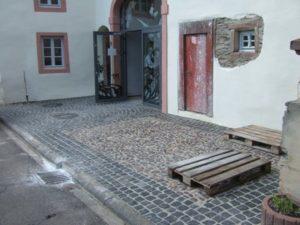 Innenausbau: Exponate, Treppe, Ausstellungskästen, Fachwerk, Gemälde