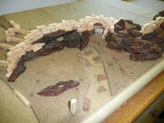 Mauerwerk auf den Felsen