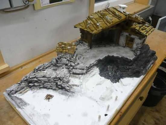 Bauanleitung für eine alpenländische Krippe – Schwärzen, Waschen und Grundieren