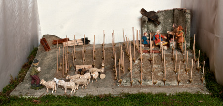 Aus der Krippenausstellung im Moseldorf: Christi Geburt im Weinberg, handgeschnitzte Figuren von Karl-Heinz Lex (Klüsserath)