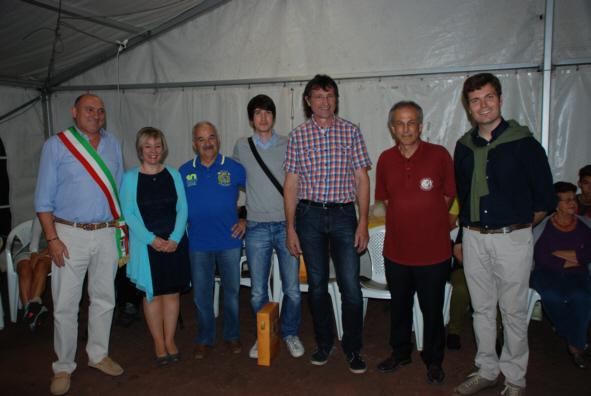 Teilnehmer, Kursleiter und Organisatoren mit Bürgermeister