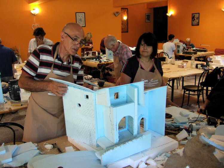 Krippenbaukurs zum Bau perspektivischer Krippen in Italien